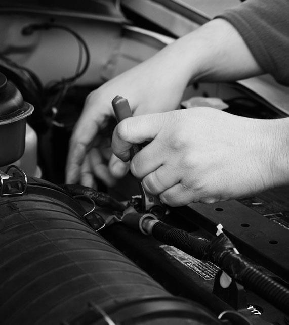 Cambio de Batería del Coche. Dónde puedo cambiar la batería del coche cerca. Taller Mecánico para Cambiar la Batería. En Autocentro Villaverde somos rápidos y Eficaces √ Ven a Vernos.